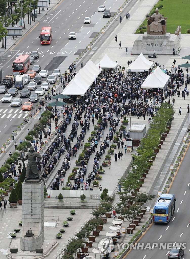 市民自发吊唁韩战英雄