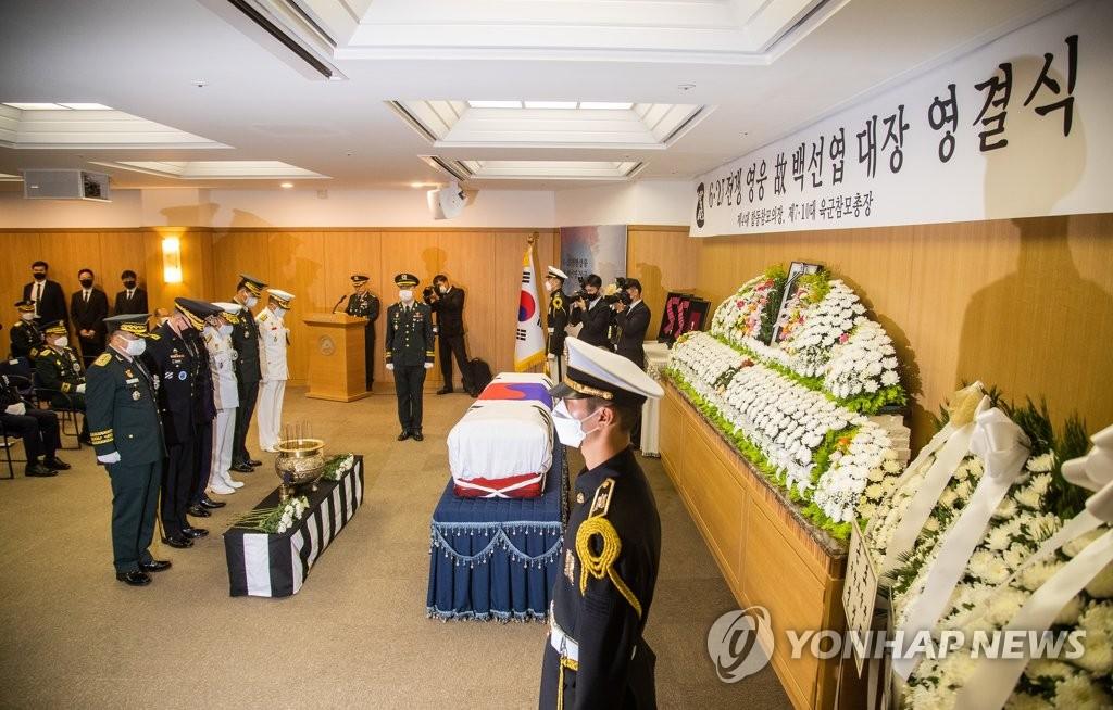 7月15日,已故将军白善烨遗体告别仪式在首尔峨山医院庄严举行。 韩联社
