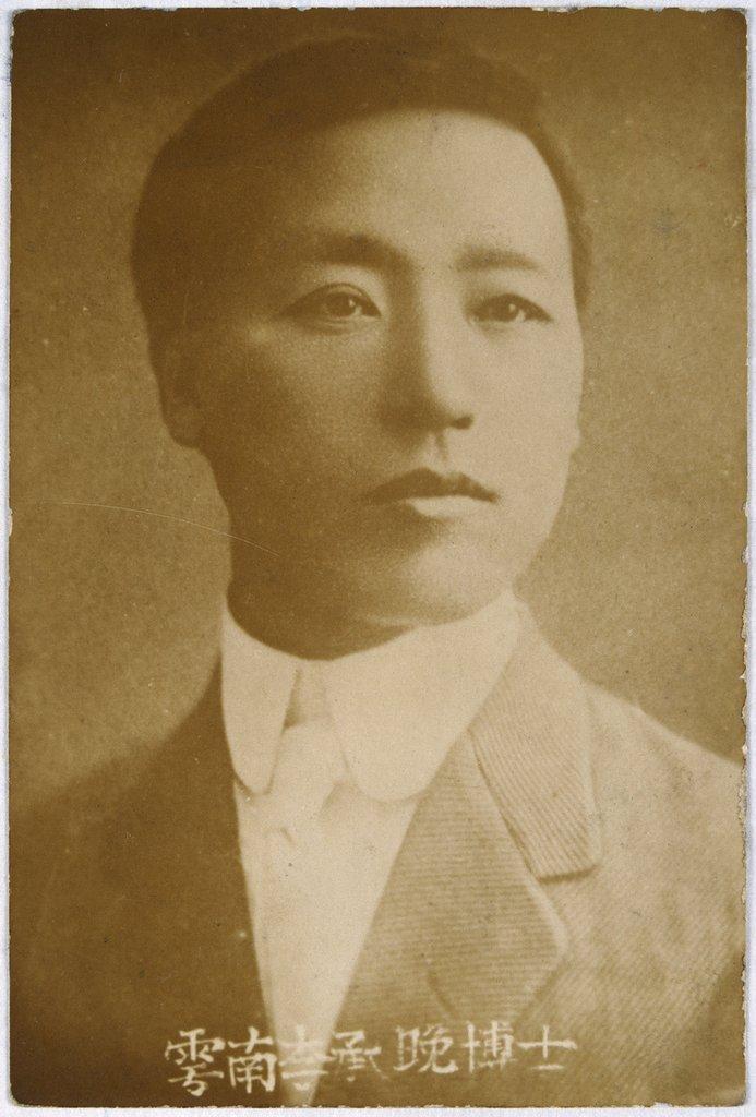 韩国首任总统李承晚逝世55周年 文在寅送花圈悼念