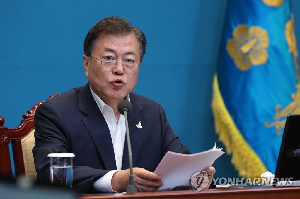 资料图片:7月20日,韩国总统文在寅在青瓦台主持召开青瓦台首席秘书和辅佐官会议。 韩联社