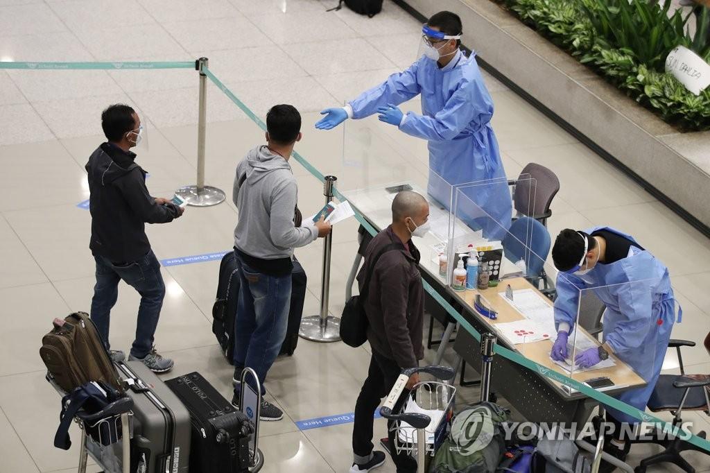 资料图片:仁川国际机场到达大厅 韩联社