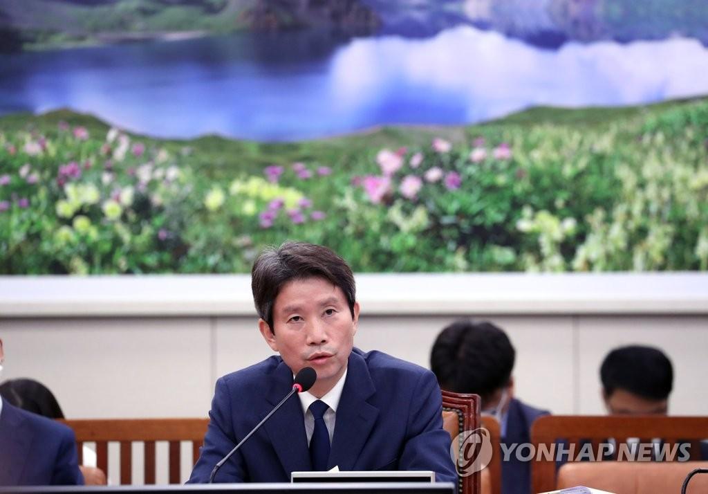 文在寅任命李仁荣为韩国统一部长官