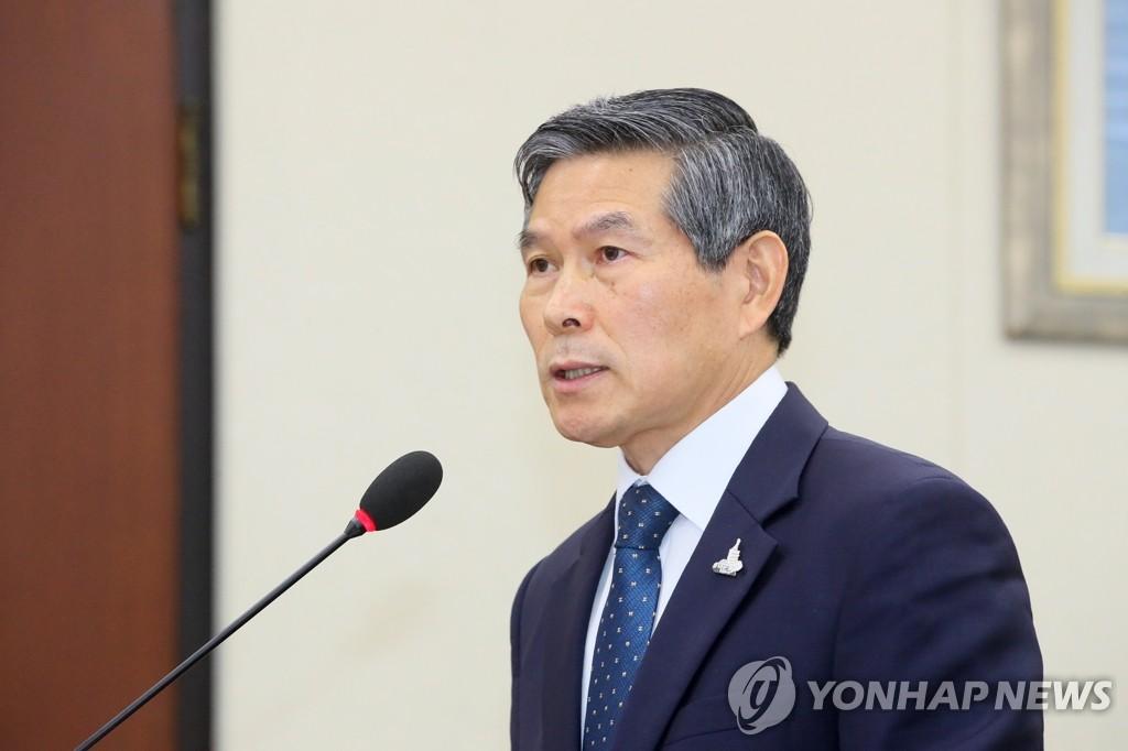 7月28日,韩国国防部长官郑景斗在国会国防委员会全体会议上做汇报。 韩联社