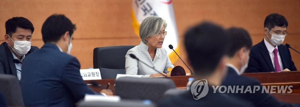 7月28日下午,在外交部大楼,康京和出席第三次外交战略调整会议。 韩联社