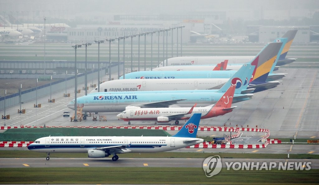 资料图片:停在仁川机场的中国南方航空班机 韩联社