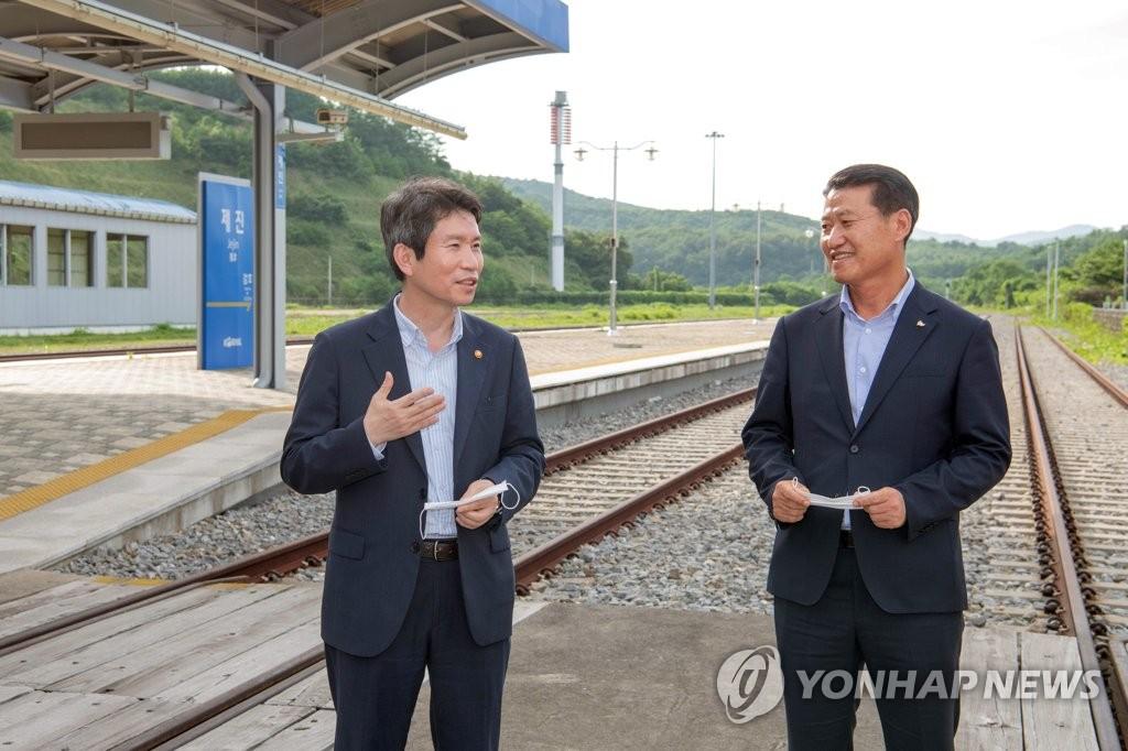 韩统一部长:积极设法重启金刚山旅游