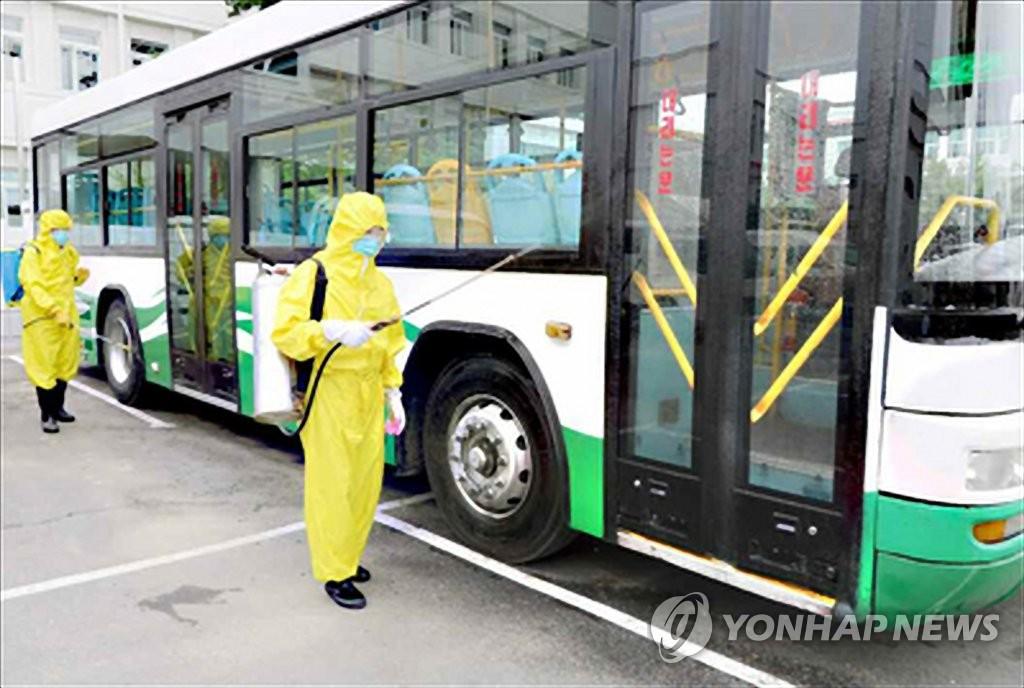 朝鲜公交车消毒防疫