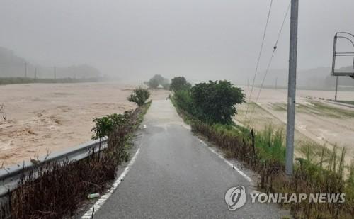 韩中部地区普降暴雨