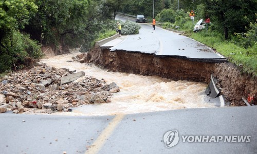 道路被暴雨冲毁