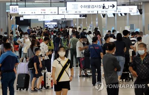 金浦机场游客如潮