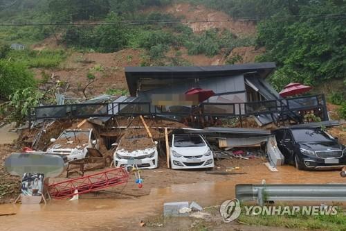 韩国中部地区遭暴雨袭击致12人死亡14人失踪