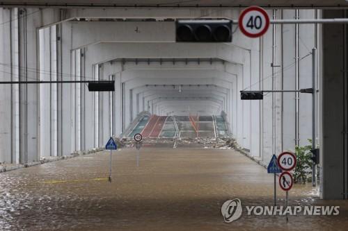 汉江潜水桥被淹