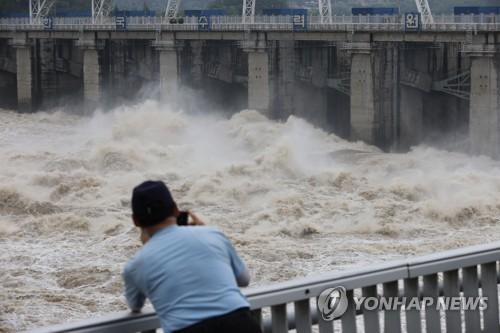 八堂大坝泄洪