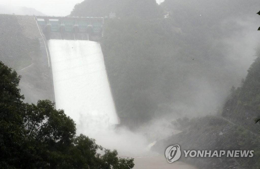 昭阳江坝3年来首泄洪