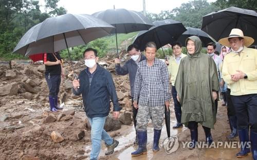 韩总理到访灾区