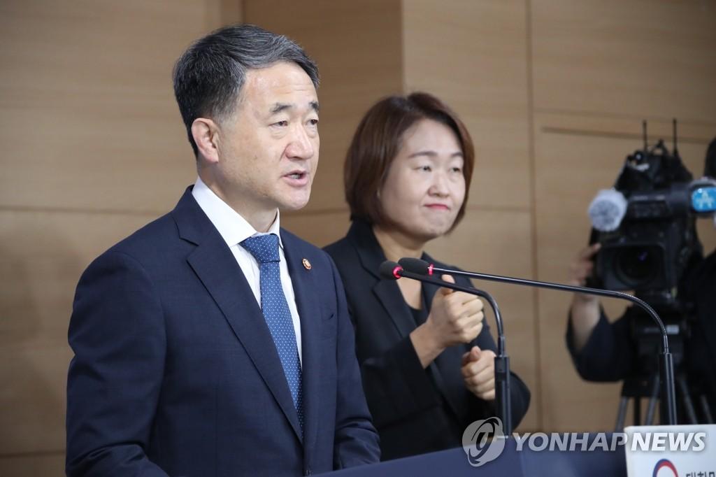 8月6日,在中央政府首尔办公楼,朴凌厚发表对国民谈话。 韩联社