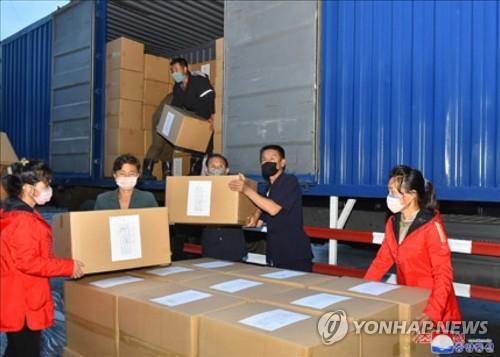 朝鲜干部捐赠赈灾物资