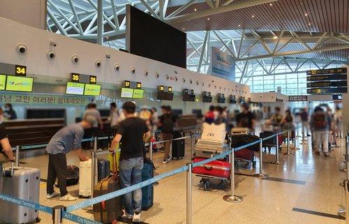 旅越侨民启程回国