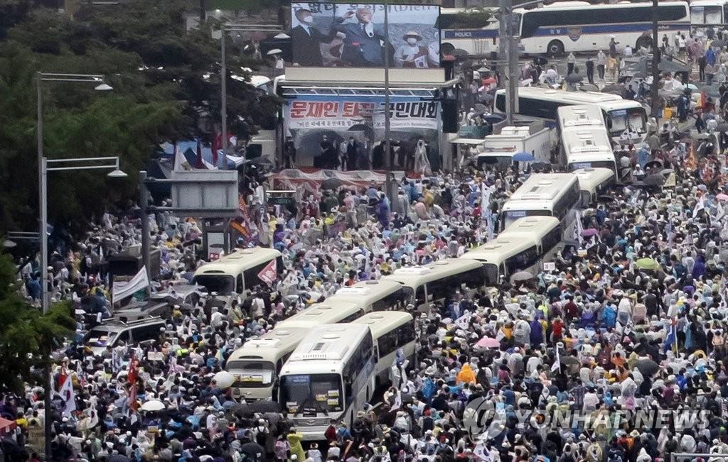 资料图片:8月15日在首尔钟路区举行的集会现场 韩联社