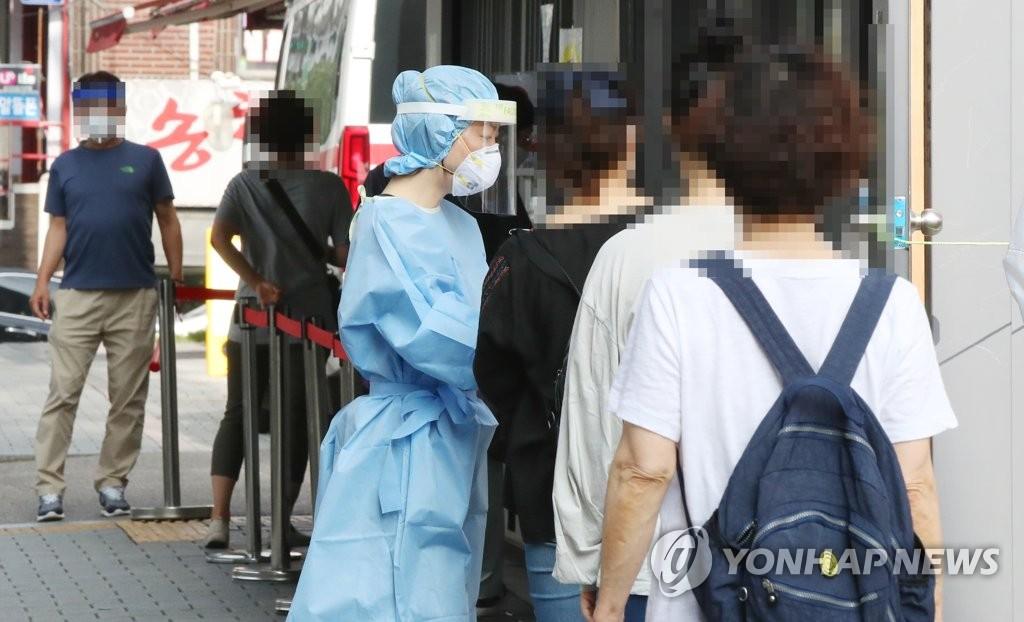 韩国疫情防控形势严峻 政府吁全民齐心抗疫