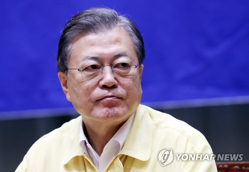 8月21日,在首尔市政府,文在寅检查防疫情况。 韩联社