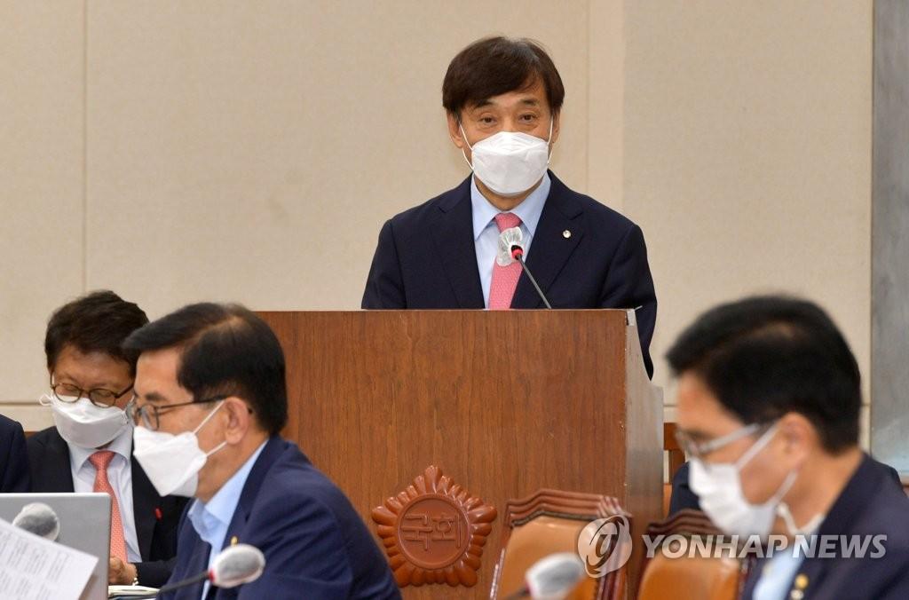 8月24日,在韩国国会,韩国银行(央行)行长李柱烈出席企划财政委员会全体会议并做工作报告。 韩联社