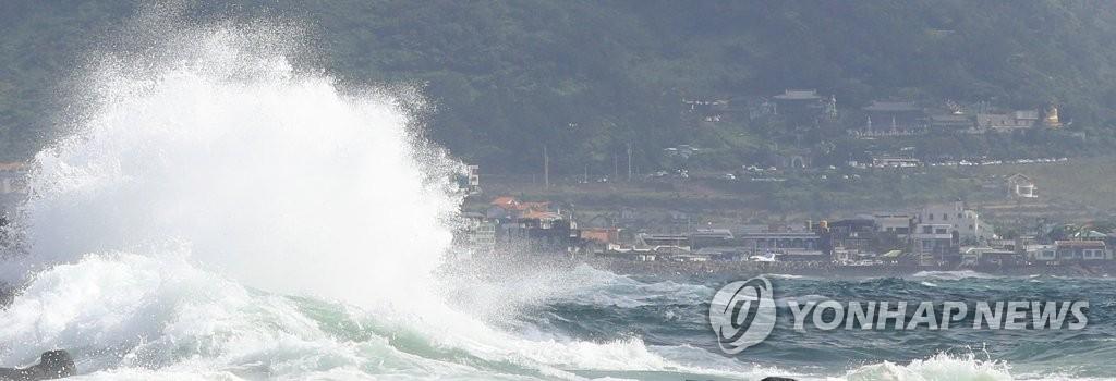 """台风""""巴威""""来袭致金浦飞济州航班取消"""