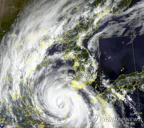 """台风""""巴威""""提前加强为超强台风"""