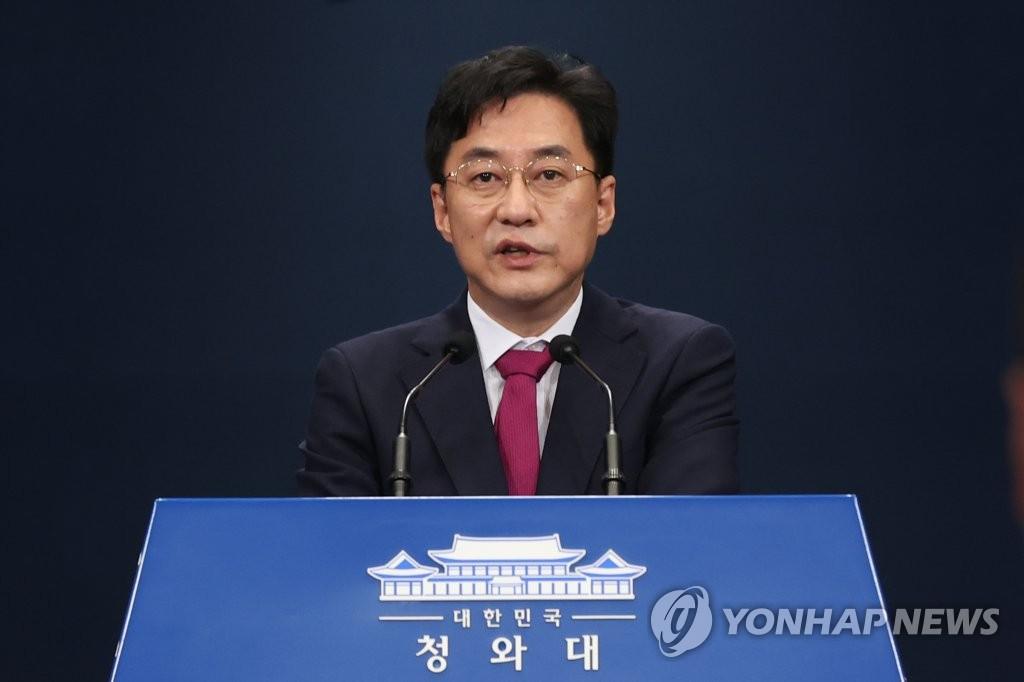 8月26日,在青瓦台,青瓦台发言人姜珉硕举行例行记者会。 韩联社
