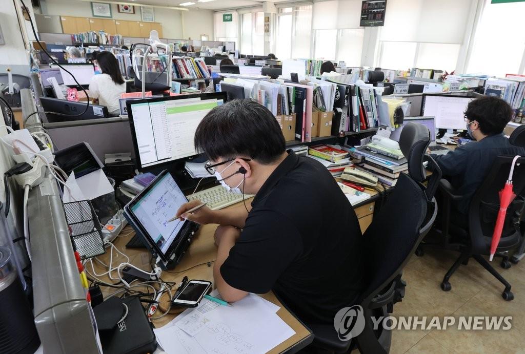 首尔市初高中下周起全面转为线上教学