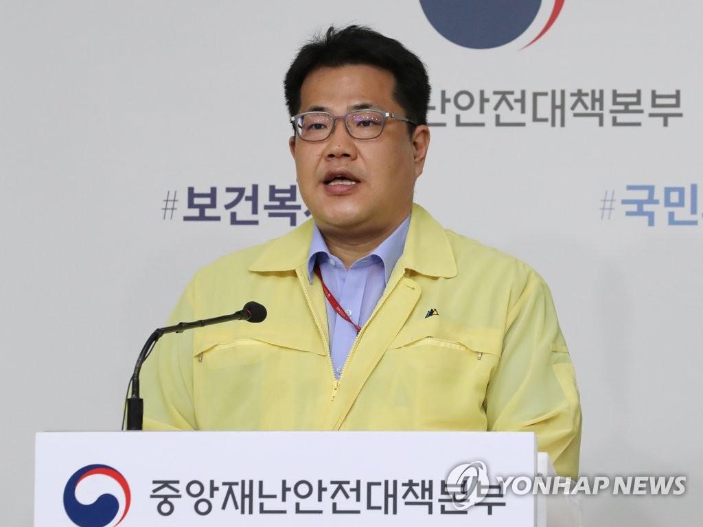 8月27日上午,在中央政府世宗办公楼,中央应急处置本部战略企划班长孙映莱就罢诊事态答记者问。 韩联社