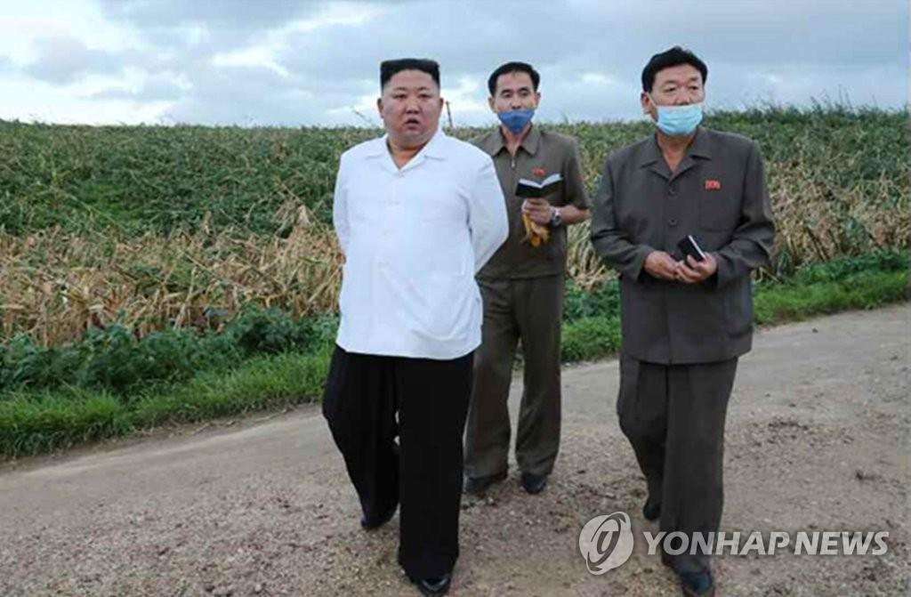 朝媒:金正恩视察黄海南道台风灾区