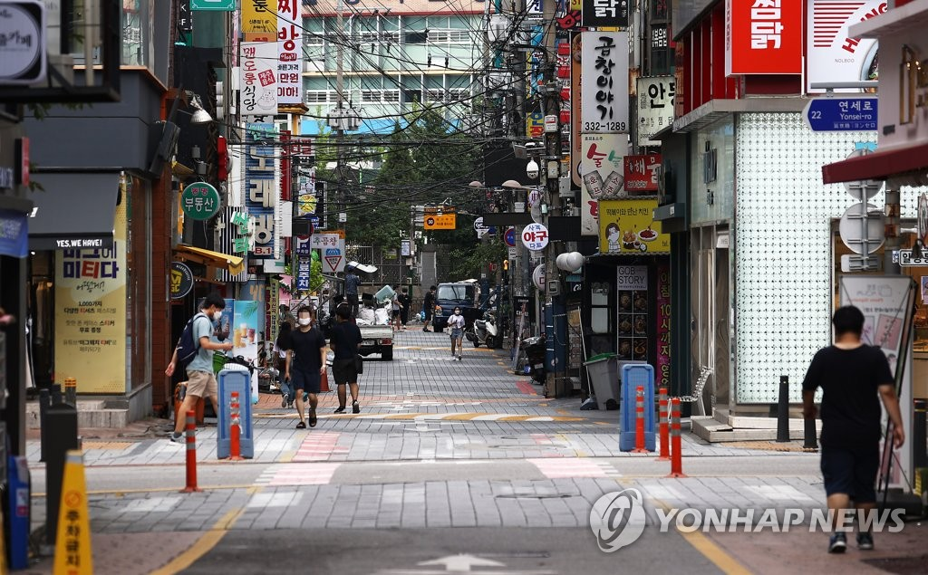 8月28日中午,首尔繁华区的新村街头冷冷清清。 韩联社
