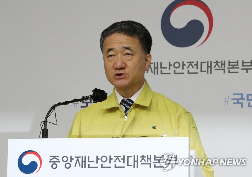 8月28日下午,在世宗市,朴凌厚发布防疫措施。 韩联社
