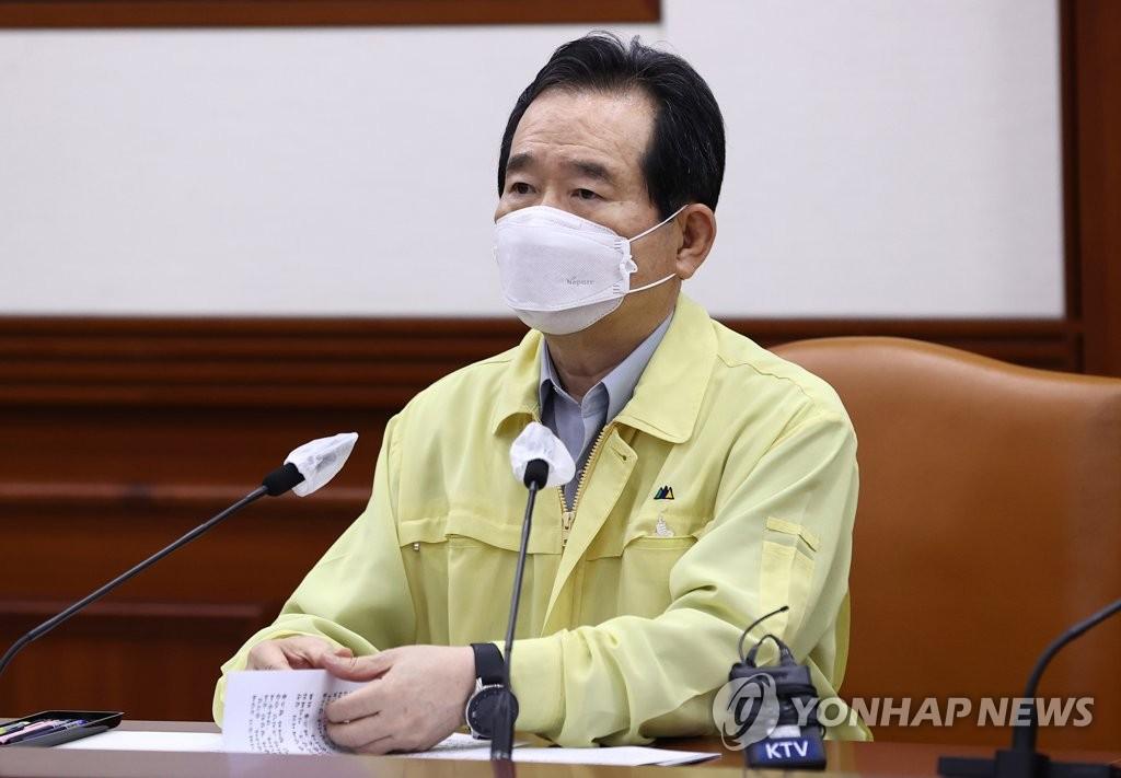 8月30日,国国务总理丁世均在政府首尔大楼主持召开中央灾难安全对策本部会议。 韩联社