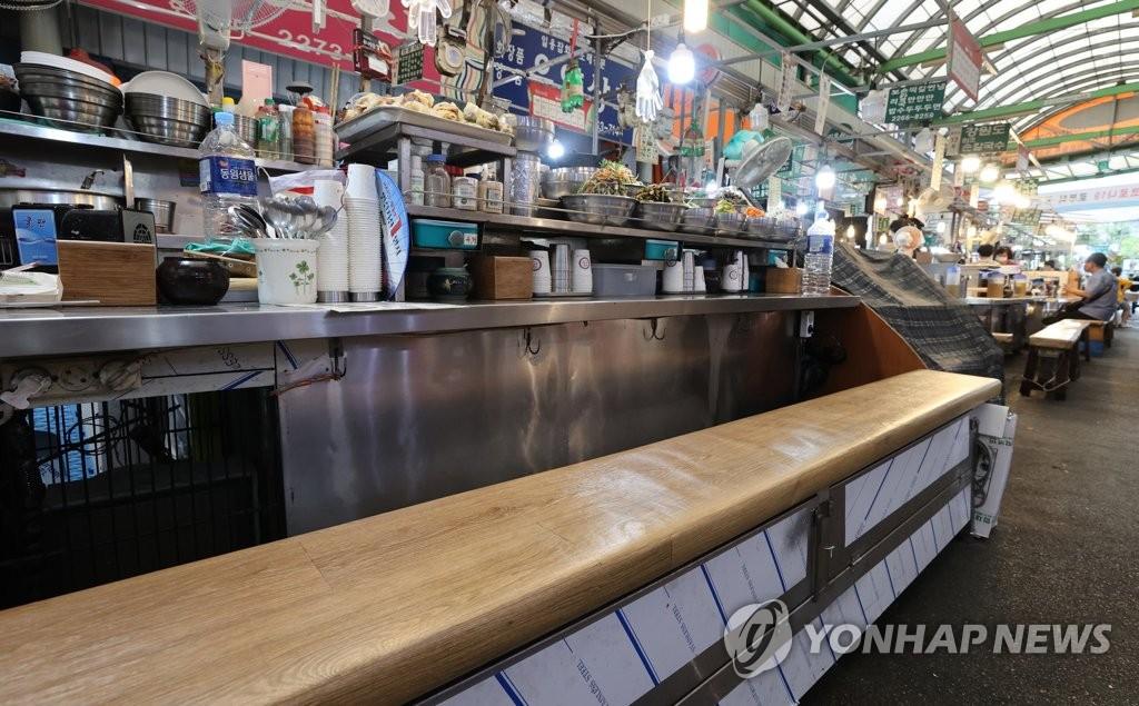 资料图片:9月2日,位于首尔钟路区的广藏市场,行人稀少。 韩联社