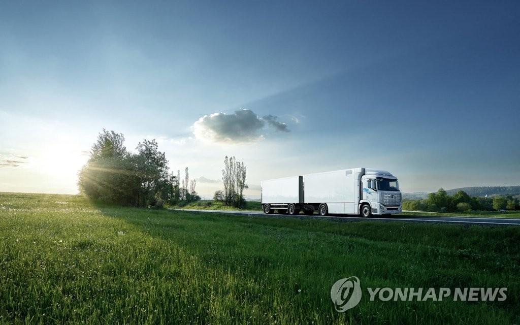资料图片:现代汽车氢能电动重卡 韩联社/现代起亚汽车供图(图片严禁转载复制)
