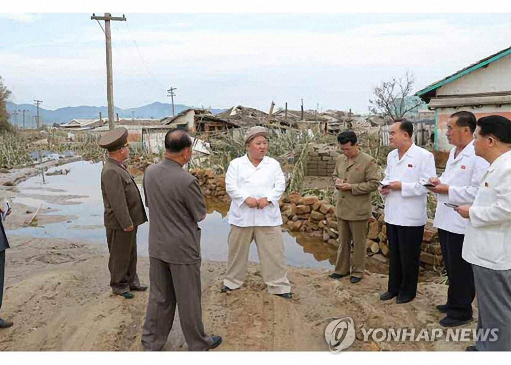 金正恩在咸镜道台风灾区主持政务局扩大会议