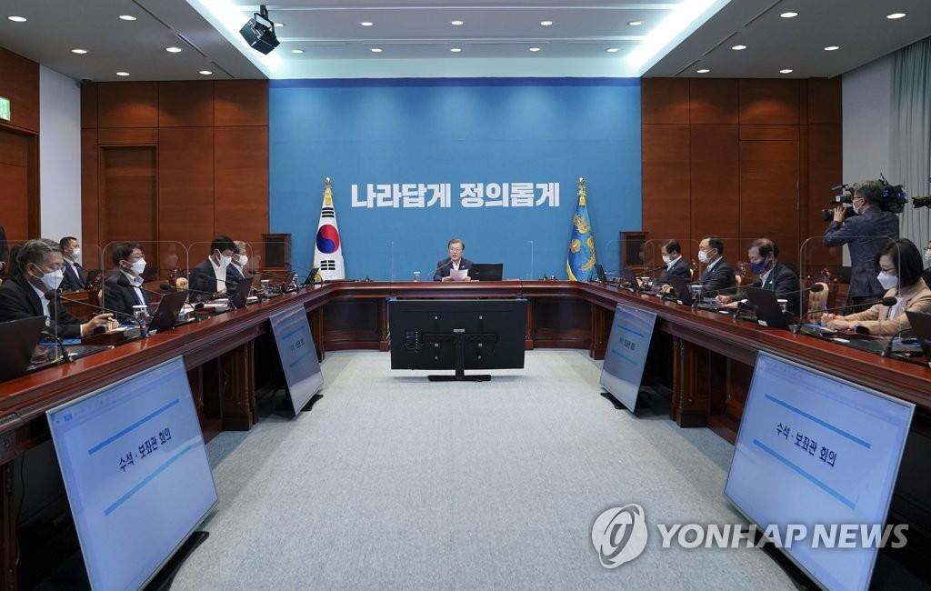 9月7日,总统文在寅在青瓦台主持召开首席秘书和辅佐官会议。 韩联社