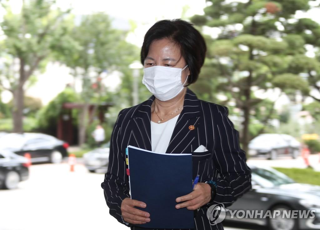 韩法务部长就其子兵役问题道歉