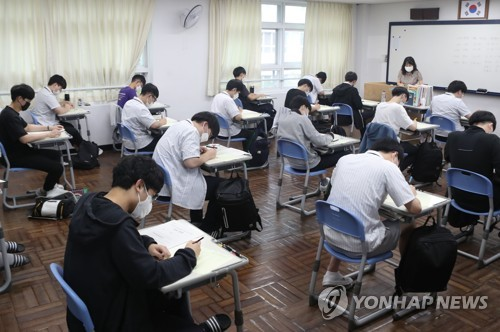韩国明将举行疫中高考