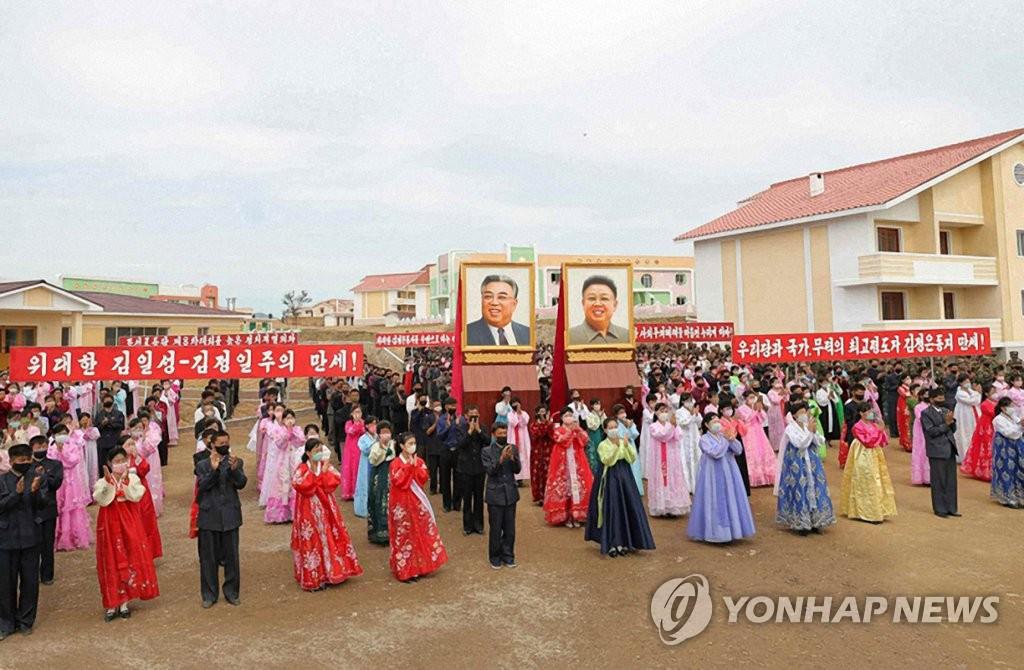 朝鲜灾民乔迁新住房