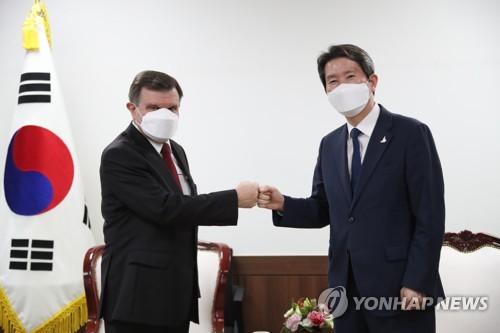 韩统一部长官会见俄驻韩大使