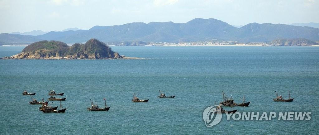 韩军:正在正常展开遇害公务员搜索工作