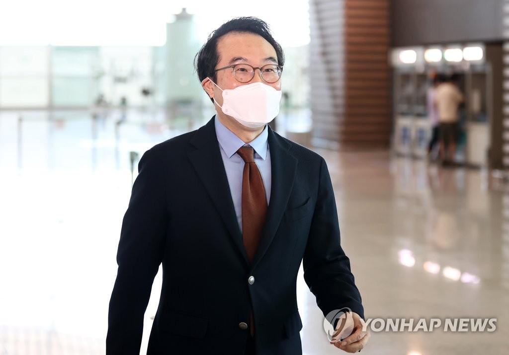 9月27日,外交部韩半岛和平交涉本部长李度勋启程前往美国。 韩联社