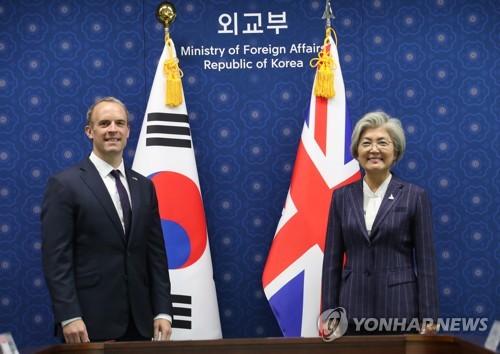韩英外长合影