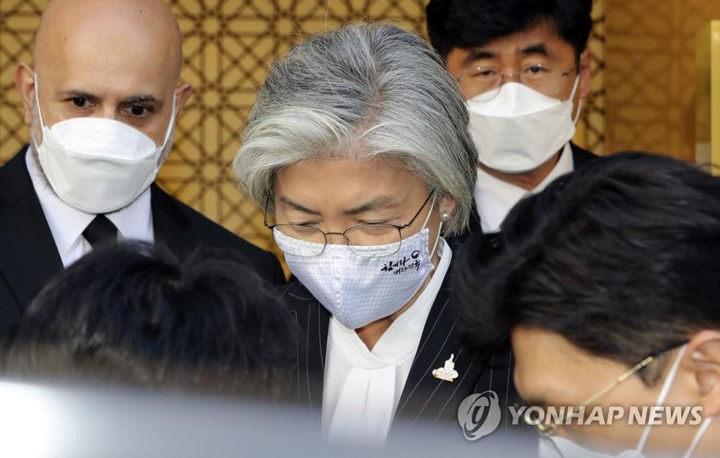 韩外长再就丈夫疫情下出国游致歉
