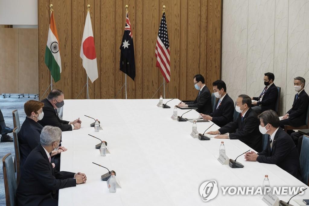 """资料图片:10月6日,由美国主导的""""四方安全对话""""(Quad)在东京举行。 韩联社/美联社/SIPA供图(图片严禁转载复杂)"""