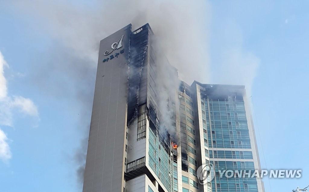 韩国蔚山市一高楼大火已致88人送医