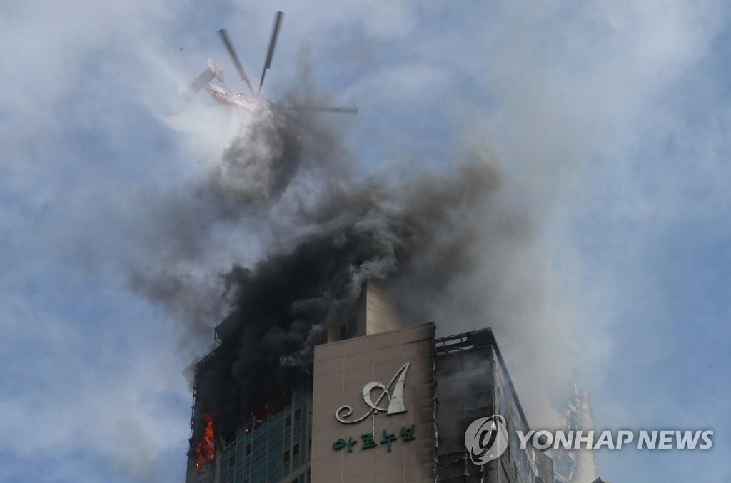 详讯:韩国蔚山市一高楼大火已致91人送医